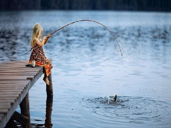 Mơ bắt cá điềm báo tốt hay xấu? Đánh đề con số nào?