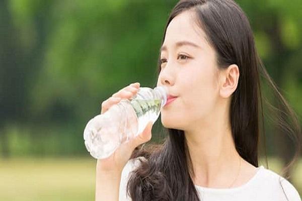Ý nghĩa trong giấc mơ thấy uống nước