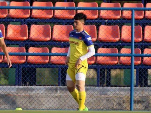 Đình Trọng tươi cười tập luyện trước tin đồn bị loại khỏi U23 châu Á 2020