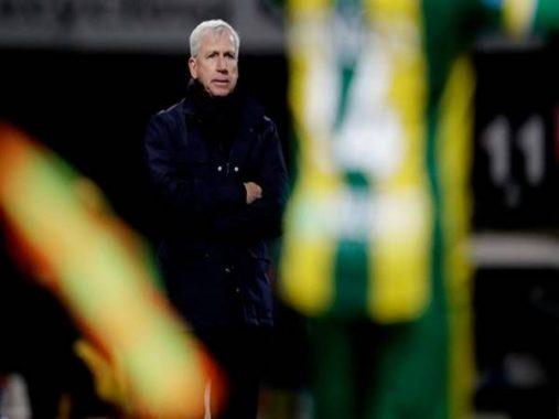 Bên lề bóng đá 29-4: Cựu HLV Newcastle mất việc