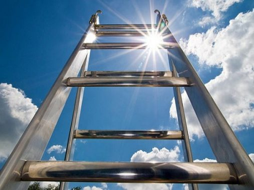 Giải mã giấc mơ thấy cái thang điềm gì, đánh con số nào