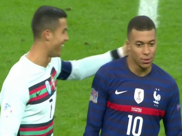 Điểm tin chiều 12/10: Mbappe cười khi bị Ronaldo trêu chọc