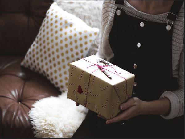 Giải mã ngủ mơ thấy tặng quà có ý nghĩa gì