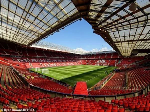Sân vận động thành phố Manchester - Old Trafford.