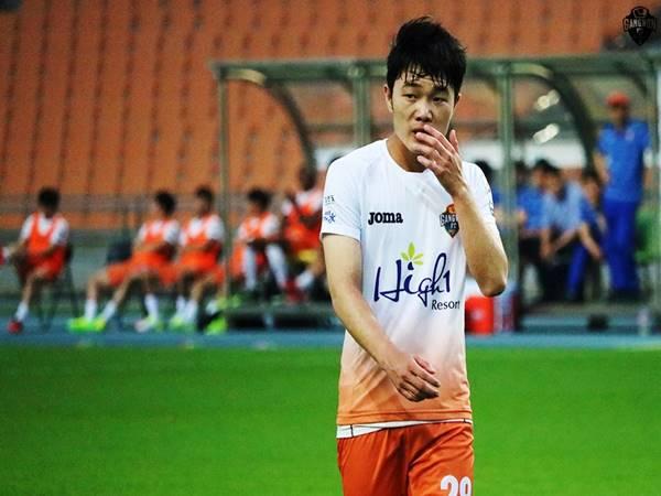 Cầu thủ Lương Xuân Trường khi khoác áo CLB Gangwon FC
