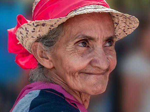 Mơ thấy bà già là điềm gì? Đánh cặp số nào nhanh thắng?
